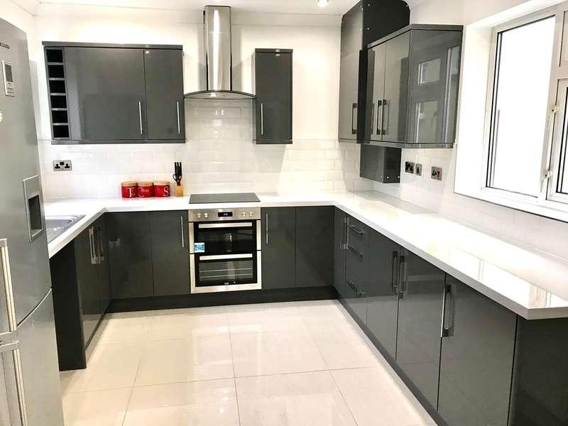 3 Bedrooms Semi Detached House for sale in Penygraig Road, Llanelli