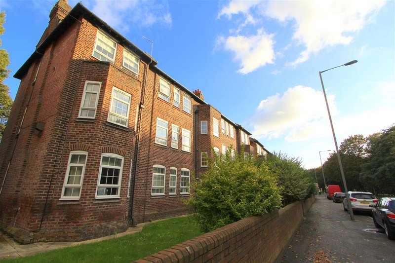 3 Bedrooms Apartment Flat for sale in Muirhead Avenue, Tuebrook, Liverpool