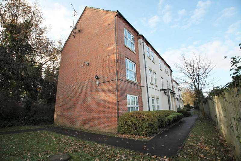 2 Bedrooms Flat for rent in Lippincote Court, Oxford Road, Reading, Berkshire, RG31