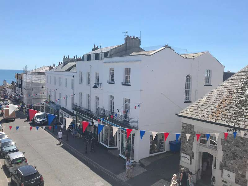 3 Bedrooms Flat for sale in Broad Street, LYME REGIS