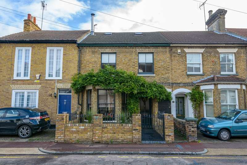 4 Bedrooms Terraced House for sale in Park Street, Westcliff-on-Sea, SS0