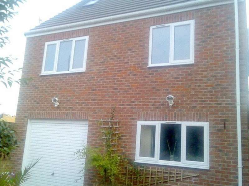 2 Bedrooms Detached House for sale in Dewsbury Road, Ossett WF5