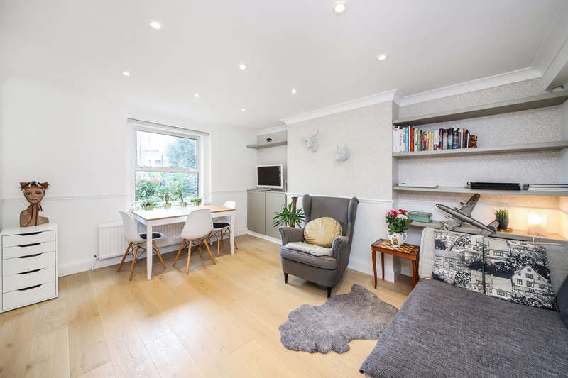 2 Bedrooms Flat for sale in Brockley Rise, London
