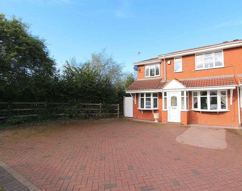 4 Bedrooms Property for sale in Gorey Close, Willenhall