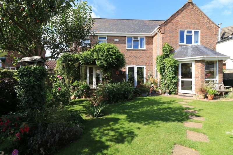 4 Bedrooms Detached House for sale in Station Road, Thurlby, Bourne, Lincolnshire, PE10