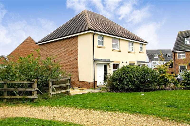 3 Bedrooms Semi Detached House for sale in Harebell Road, Andover
