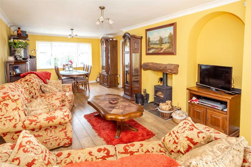 3 Bedrooms Semi Detached House for sale in Spring Bank Avenue, Dunnington, York, YO19