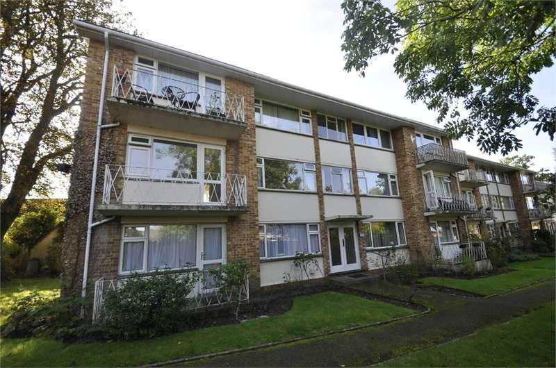 2 Bedrooms Flat for sale in Bickerley Gardens, RINGWOOD, Hampshire