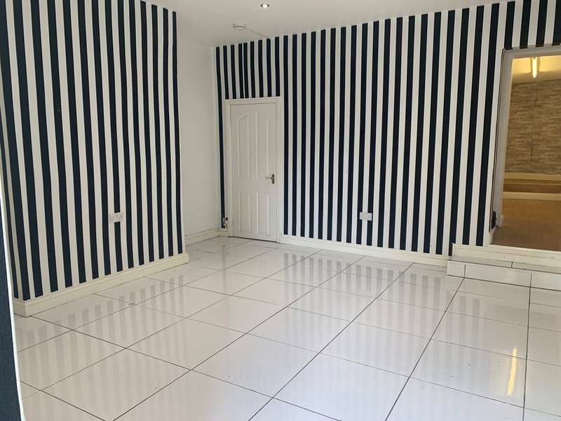 Shop Commercial for rent in Grane Road