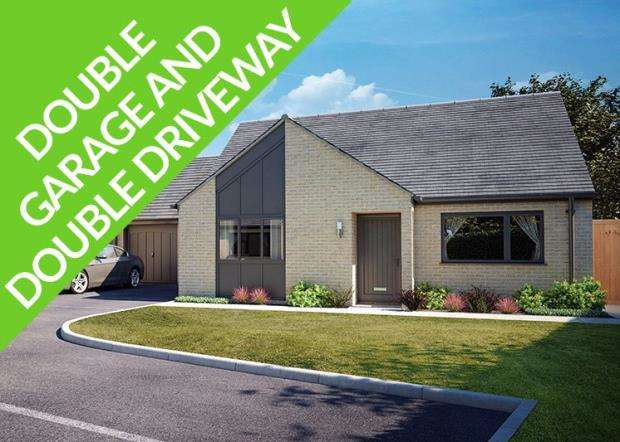 2 Bedrooms Detached Bungalow for sale in South Hill Road, Callington, Cornwall