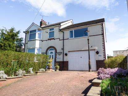 4 Bedrooms Detached House for sale in Larches Lane, Ashton-on-Ribble, Preston, Lancashire, PR2