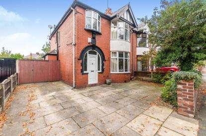 3 Bedrooms Semi Detached House for sale in Kiln Lane, Dentons Green, St Helens, Merseyside, WA10
