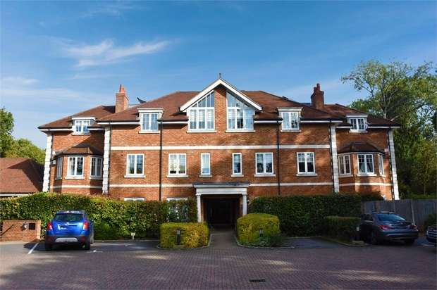 4 Bedrooms End Of Terrace House for sale in Edenbrook Place, Blindley Heath, Lingfield, Surrey