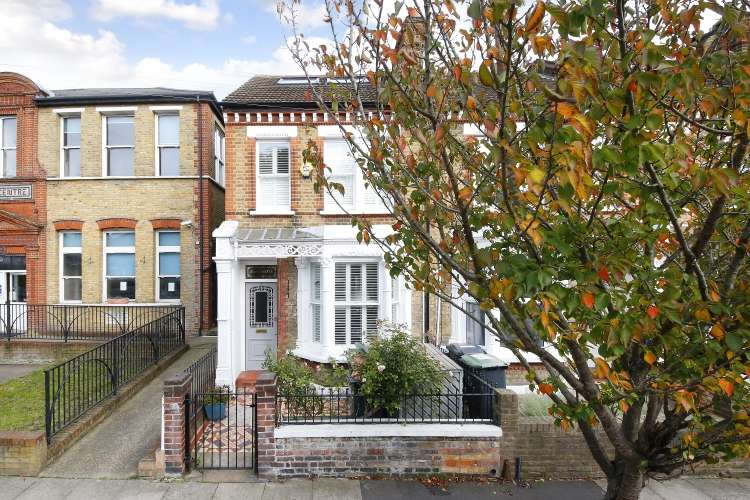 4 Bedrooms Terraced House for sale in Aislibie Road London SE12