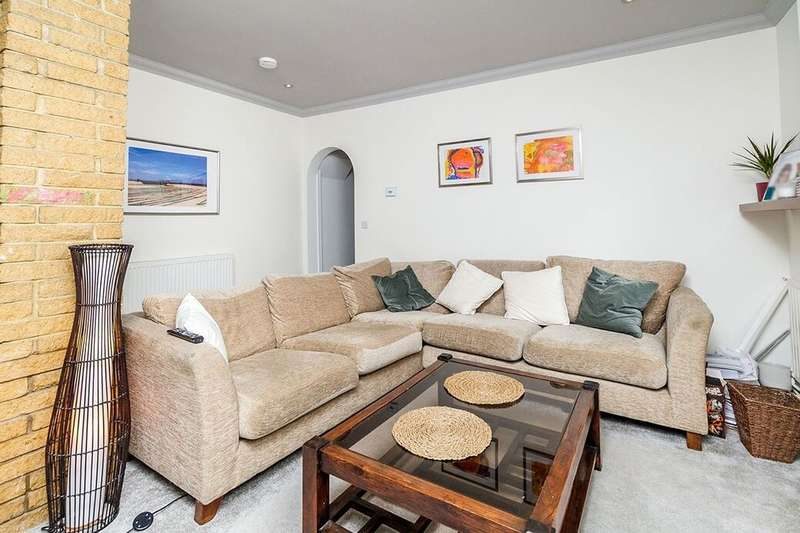 2 Bedrooms Flat for sale in Charlieville Road, Erith, DA8