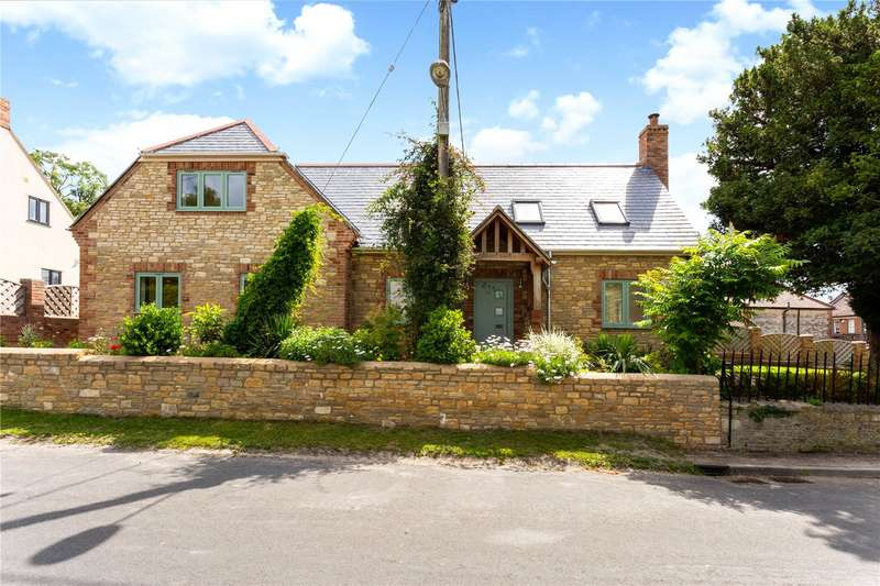 4 Bedrooms Detached House for sale in Chapel Rd, Heytesbury, BA12