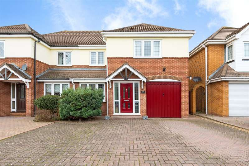 4 Bedrooms Semi Detached House for sale in Spingate Close, Hornchurch, RM12