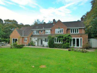 4 Bedrooms Detached House for sale in Quarry Road, Neston, Cheshire, CH64