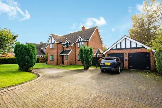 5 Bedrooms Detached House for sale in Eyebrook Road, Altrincham, Cheshire, WA14 3LP