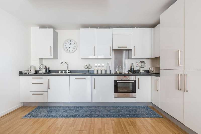 3 Bedrooms Flat for sale in High Street, Stratford, E15