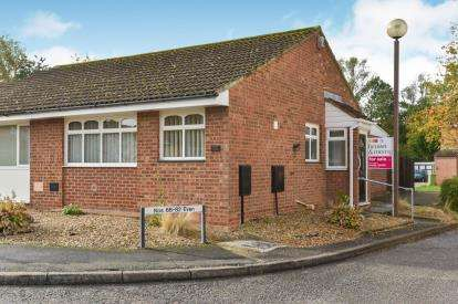 2 Bedrooms Bungalow for sale in Hilliard Drive, Bradwell Village, Milton Keynes, Bucks