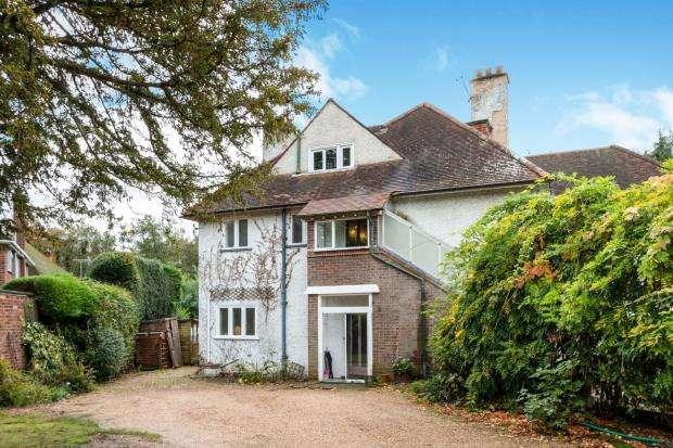 6 Bedrooms Detached House for sale in Oak End Way, Woodham, Surrey
