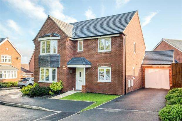 4 Bedrooms Detached House for sale in Forsythia Way, Whitnash, Leamington Spa