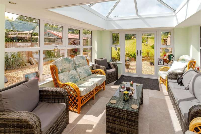 3 Bedrooms Bungalow for sale in Helperthorpe, Malton, YO17 8TQ
