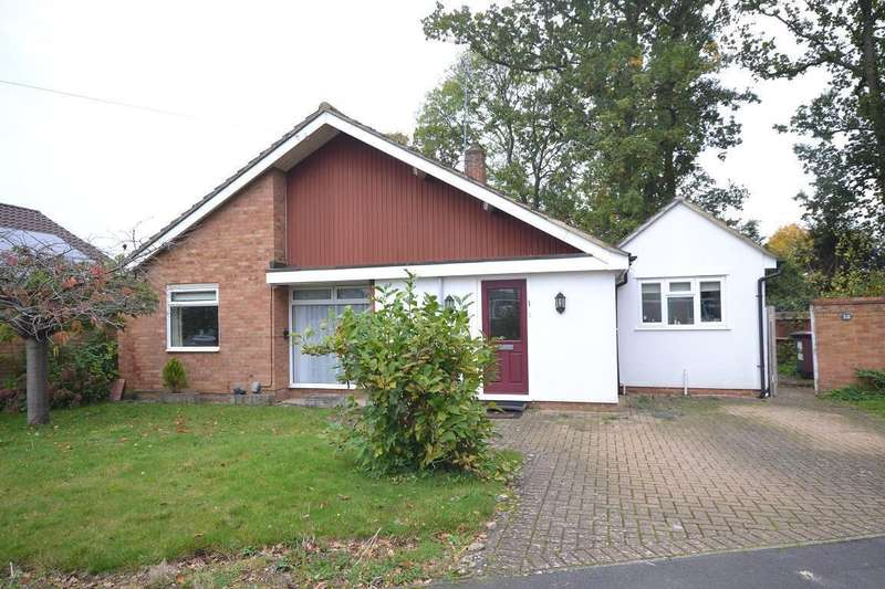 3 Bedrooms Bungalow for sale in Marchwood Avenue, Emmer Green, Reading