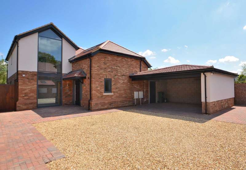 4 Bedrooms Detached House for sale in Newport Road, Woburn Sands