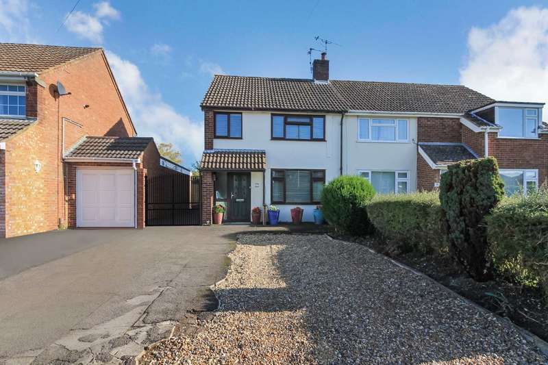 3 Bedrooms Semi Detached House for sale in Deans Furlong, Tring