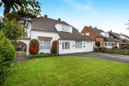 4 Bedrooms Detached House for sale in Hayling Island, Hampshire, .