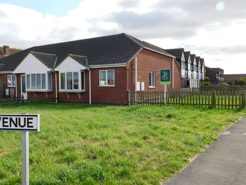 2 Bedrooms Semi Detached Bungalow for sale in Beacon Park Drive, Skegness, PE25 1HE