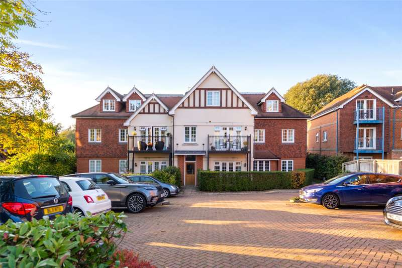 2 Bedrooms Apartment Flat for sale in Merryweather Court, 39 Croydon Road, Reigate, Surrey, RH2