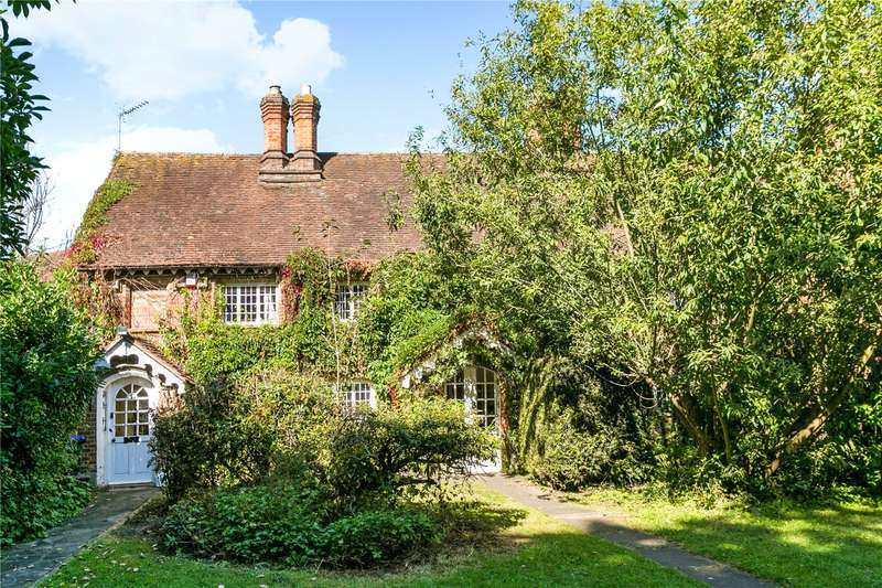 2 Bedrooms Terraced House for sale in Red Lion Cottages, Stoke Green, Stoke Poges, Buckinghamshire, SL2