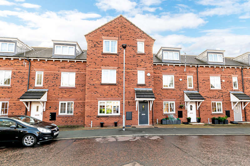 4 Bedrooms Terraced House for sale in Spinners Place, Warrington