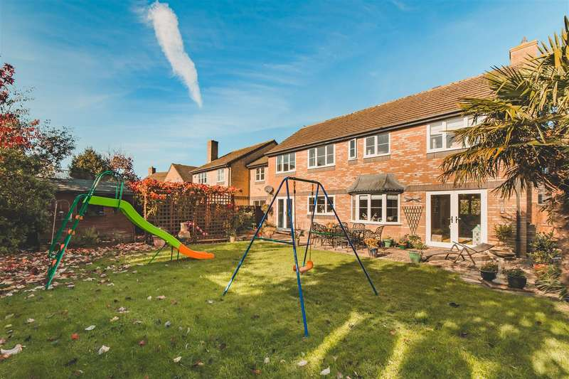4 Bedrooms Detached House for sale in The Bramptons, Shaw, Swindon, SN5