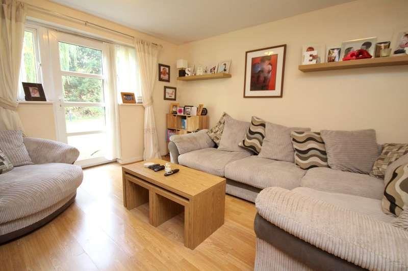 2 Bedrooms Ground Maisonette Flat for sale in Leacroft Close, Staines-upon-Thames, TW18