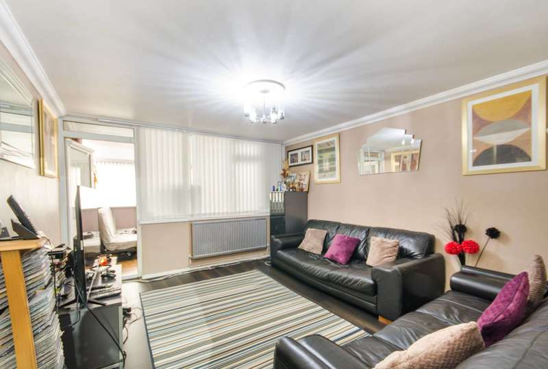 2 Bedrooms Flat for sale in Pitfield Way, Wembley, NW10