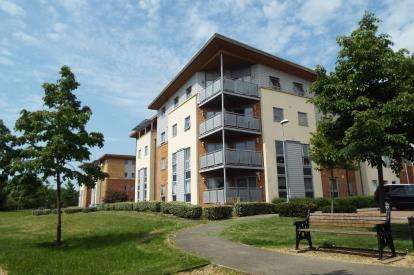 2 Bedrooms Flat for sale in Millicent Grove, Palmers Green, London, .