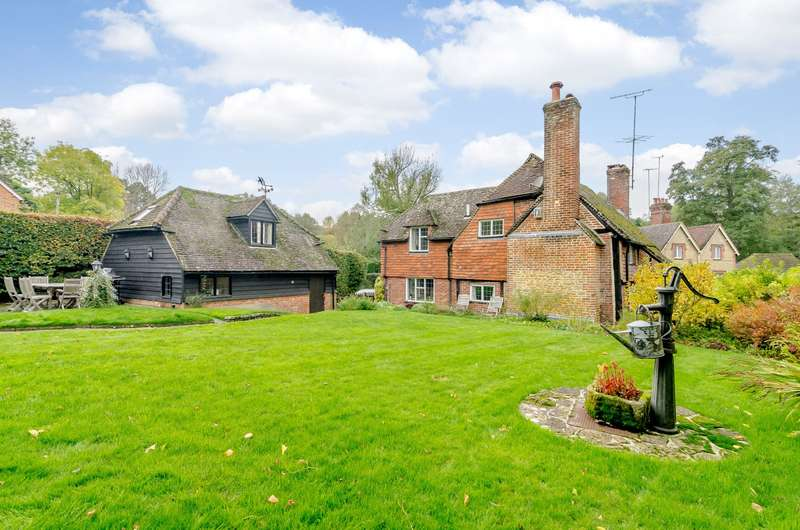4 Bedrooms Detached House for sale in Thorncombe Street, Bramley, Guildford, GU5