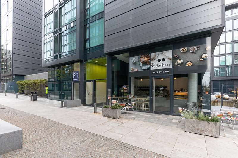 2 Bedrooms Flat for sale in Simpson Loan, Quartermile, Edinburgh, EH3 9GF