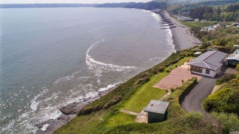 3 Bedrooms Bungalow for sale in Merrifields, Amroth, Narberth, Pembrokeshire. SA67 8NW