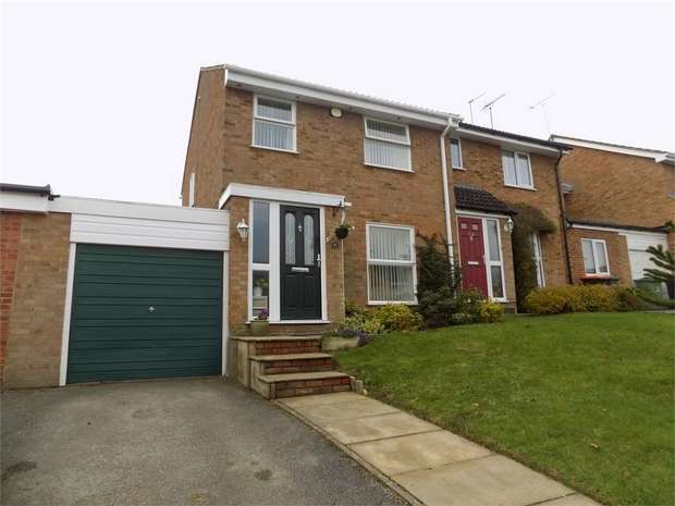 3 Bedrooms Semi Detached House for sale in Lomond Drive, Leighton Buzzard, Bedfordshire