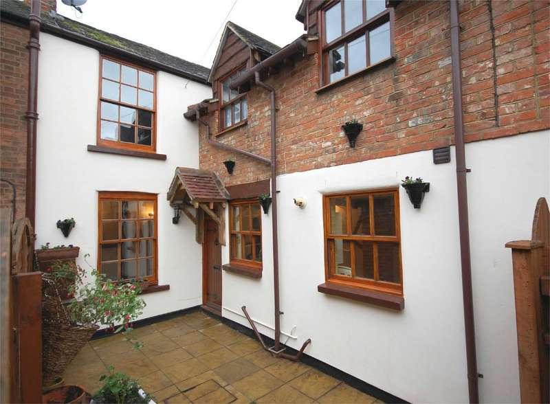 2 Bedrooms Terraced House for sale in Northern Road, Aylesbury, Buckinghamshire