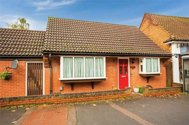 2 Bedrooms Detached Bungalow for sale in London Road, Knebworth, Hertfordshire
