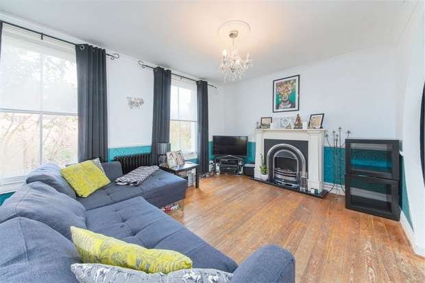 3 Bedrooms Flat for sale in Glyn Road, Hackney, London