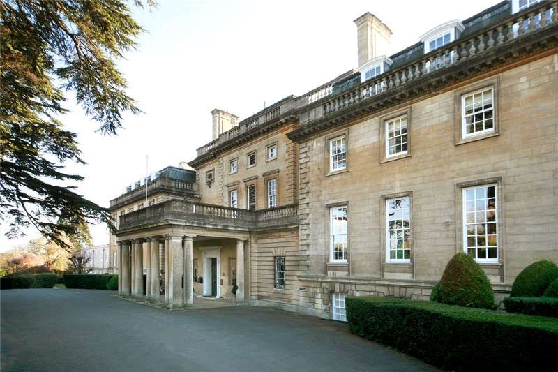 3 Bedrooms Apartment Flat for sale in The Mansion, Ottershaw Park, Chertsey, Surrey, KT16