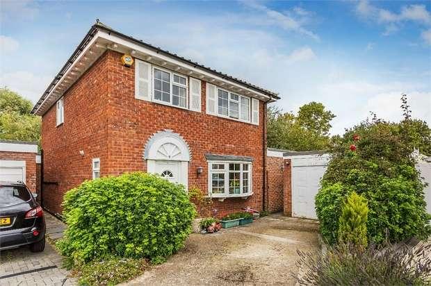 5 Bedrooms Detached House for sale in The Crofts, Upper Hallliford Green, Upper Halliford, Shepperton