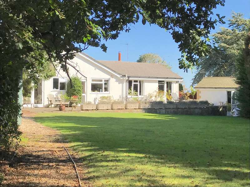 3 Bedrooms Bungalow for sale in Blue Waters Drive, Lyme Regis